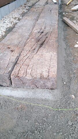 枕木を使った車庫造り